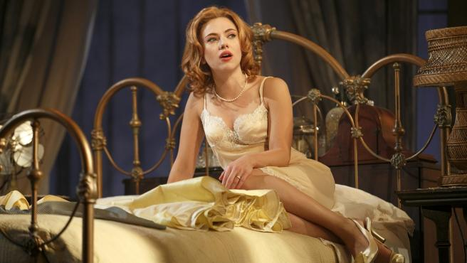 "<span id=""tinymce"" class=""mceContentBody info"" dir=""ltr"">Scarlett Johansson durante la obra 'Cat on a Hot Tin Roof' en el teatro Richard Rodgers de Nueva York.</span>"
